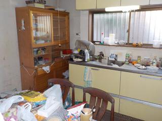 キッチン奥からのビフォア