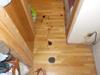 床に落ちた血だまりのビフォア