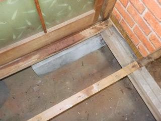 床下や柱下部に浸み込んだ体液部分の床材