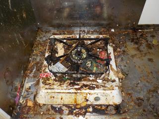キッチンコンロ台の不要物撤去後のビフォア