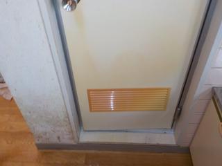 浴室扉のアフター(清掃後)