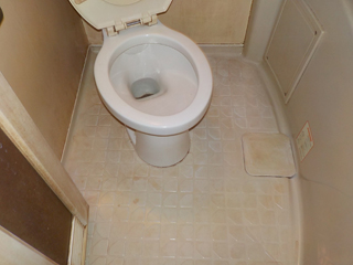 2部屋目のユニットバスのビフォア(清掃後)