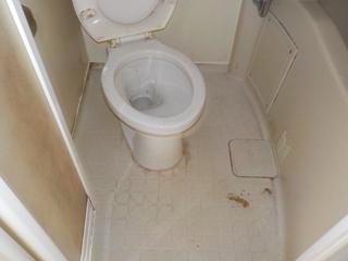 1部屋目のユニットバスのビフォア(清掃後)