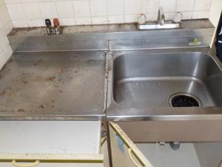 1部屋目のキッチンのビフォア(清掃後)