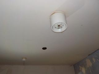 3部屋目の非常灯のアフター(清掃後)